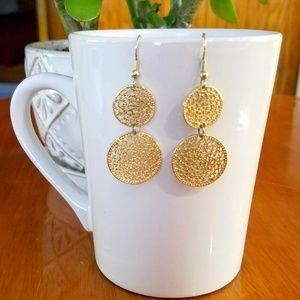 Jewelry - Gold Tone lace drop dangle french wire earrings